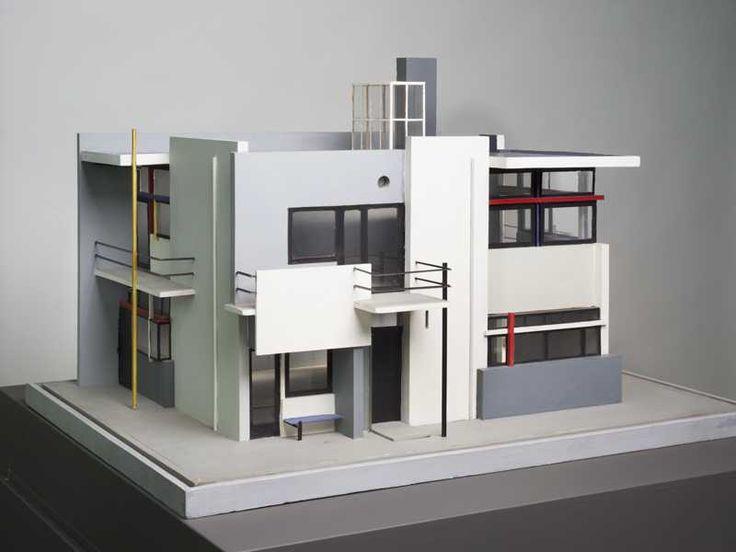 """""""Waar zie je hier de primaire kleuren""""? Kunstenaar: Gerrit Rietveld. Titel: Maquette Rietveld Schröderhuis [1951] Centraal Museum"""
