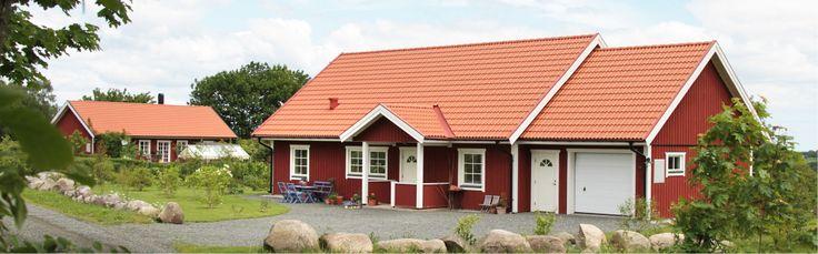 Ärlan är ett riktigt allmogehus med fyra sovrum placerade separat i varje hörn. På så vis får alla i familjen en avskild plats.