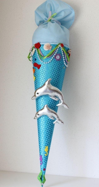 Eine  in liebevoller Handarbeit gefertigte, traumhaft schöne  Schultüte aus wunderschönem türkis Paillettenstoff und hellblau kariert. Die Schultüte hat ein Innenteil aus Pappe ( 70 cm), ca. 1 m...