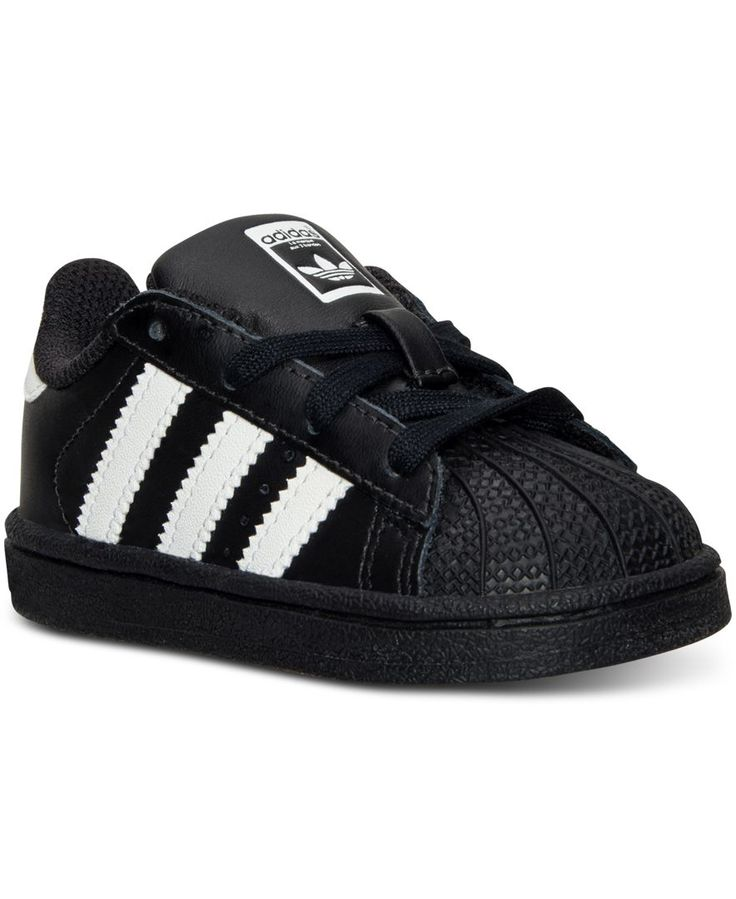 The adidas Superstar was introduced in 1969 as the first low-top basketball sneaker to feature an all-leather upper and the now famous rubber shell toe. Retro and modern at the same time, these sneake