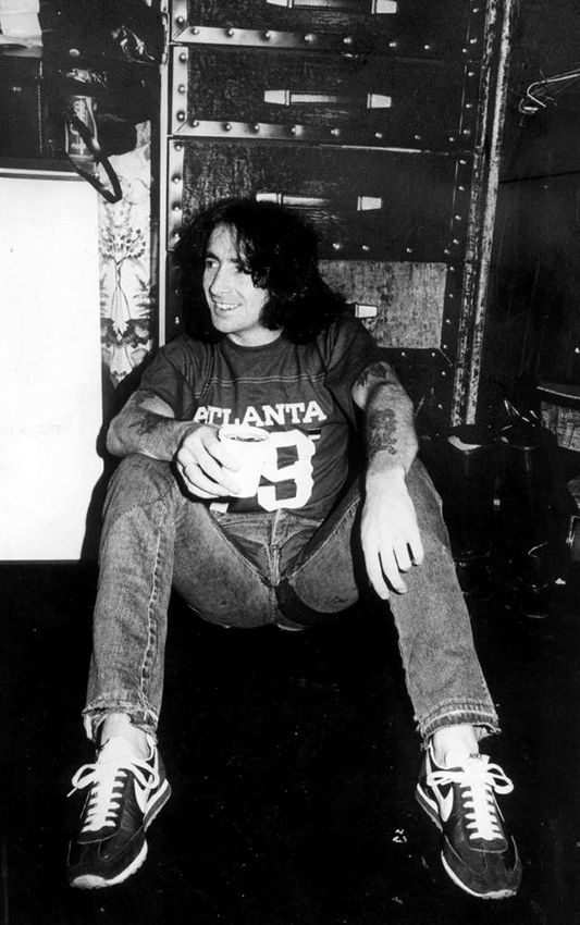 Bon Scott relaxing backstage ca. 1978