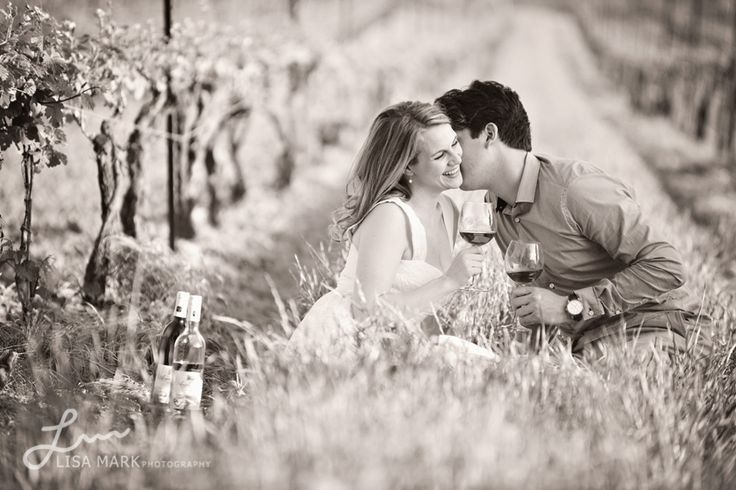 Niagara Winery Vineyard Engagement Photos by Lisa Mark Photography