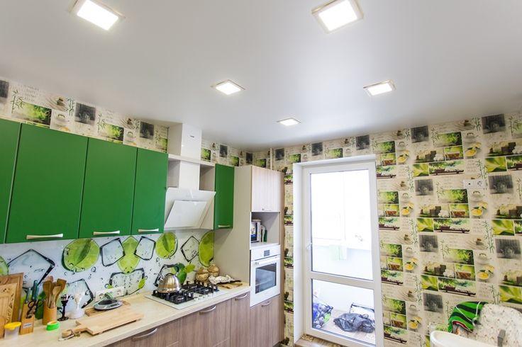 Натяжные потолки ТЕХО. Классический сатиновый натяжной потолок на кухне 9 м2 в Гродно