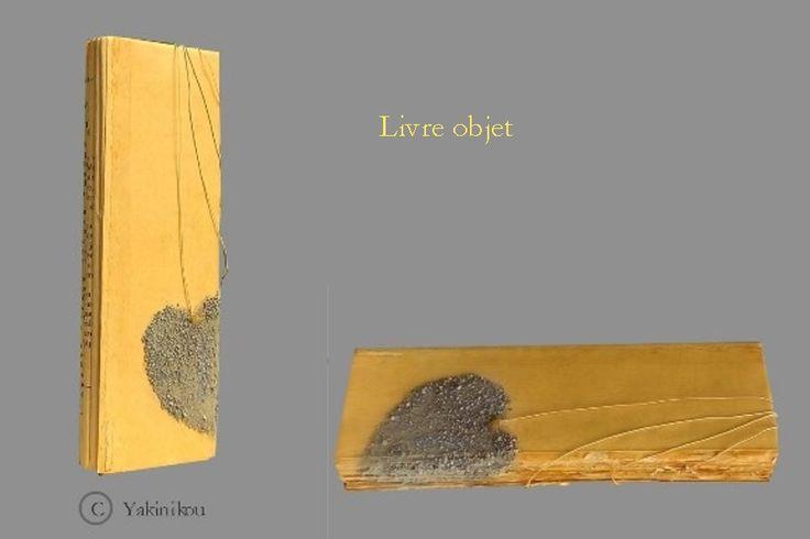Livre objet  18,5 x 6,5 cm  x 2,5 cm