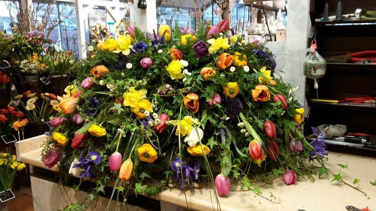 Frühlingsblumen sargschmuck