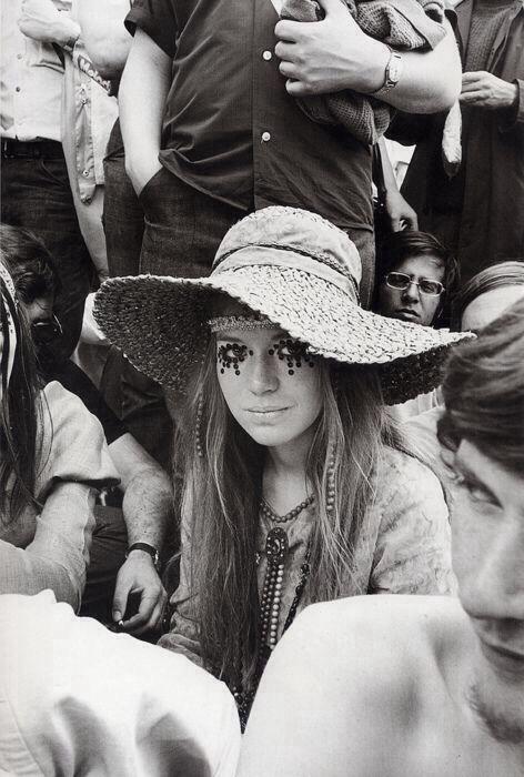 Iconic 60s Style. #divineglamazon