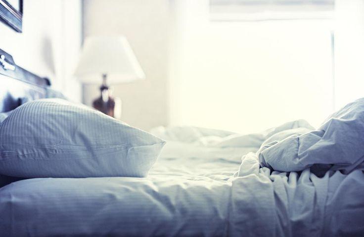 Er is niets zo uitnodigend als een mooi, opgemaakt bed voor je onder de wol kruipt. En toch zou eenonopgemaakt bed beter zijn voor je gezondheid. Vanaf nu heb je een geldige reden om je bed ietwat rommeligachter te laten.Uit een recent onderzoek van het wetenschappelijk tijdschrift Experimental and Applied Acorologyblijkt dat we dagelijksslapen ineen …