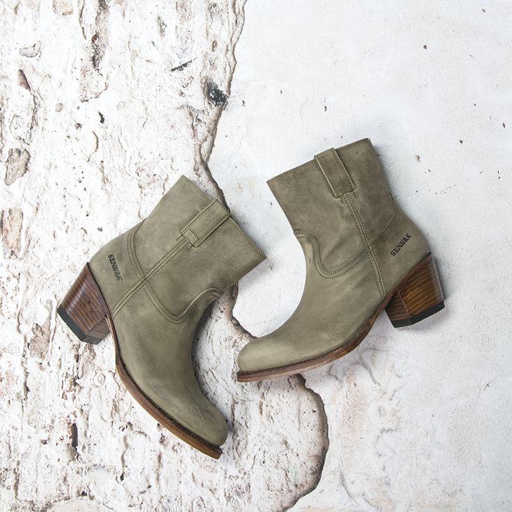 Sendra short boots --> https://www.omoda.nl/dames/laarzen/korte-laarzen/sendra/grijze-sendra-korte-laarzen-12050-70435.html/?utm_source=pinterest&utm_medium=referral&utm_campaign=sendraboots8-8-16&s2m_channel=103