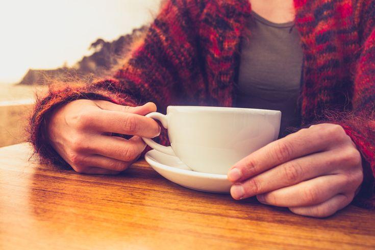 Vajon miért kell figyelniük a pajzsmirigy betegeknek a kávézással? Kutatók óvatosságra intenek.