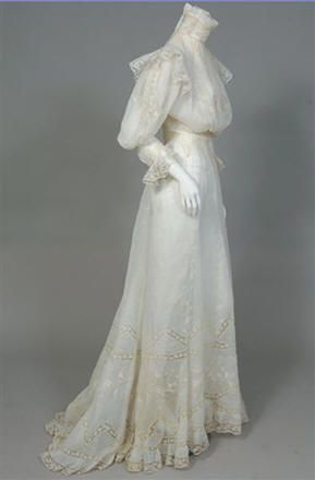 Tea Gown 1901, Made of linen