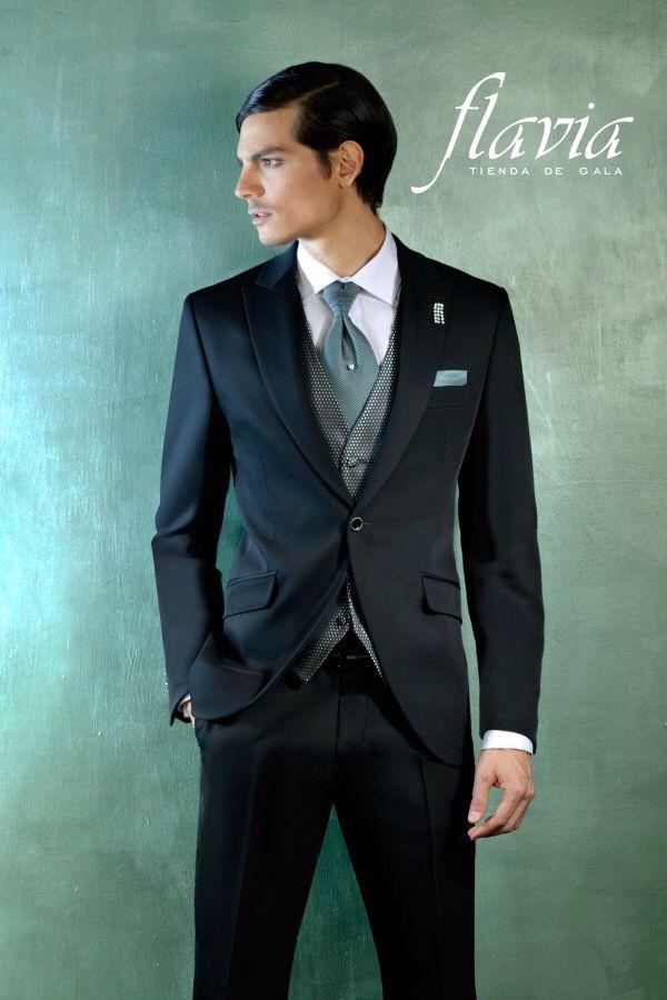 Hermoso traje con corbata tono azul verdoso