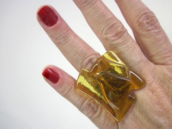 vidro importado âmbar transparente Base metal n 20 -ajustável  3 x 3 cm  MAIS ANÉIS DE VIDRO EM: http://www.elo7.com.br/glassbijoux/ . . R$24,00