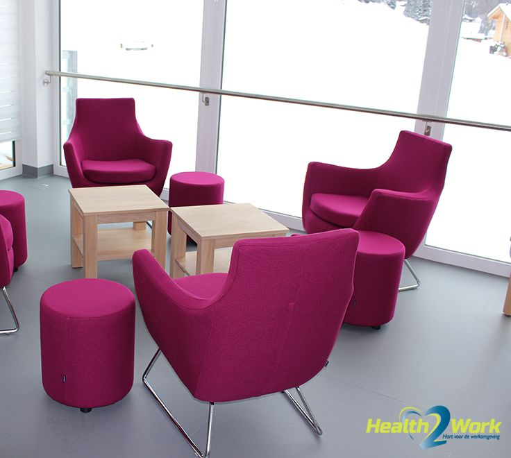 Design stoelen met krukjes/tafeltjes