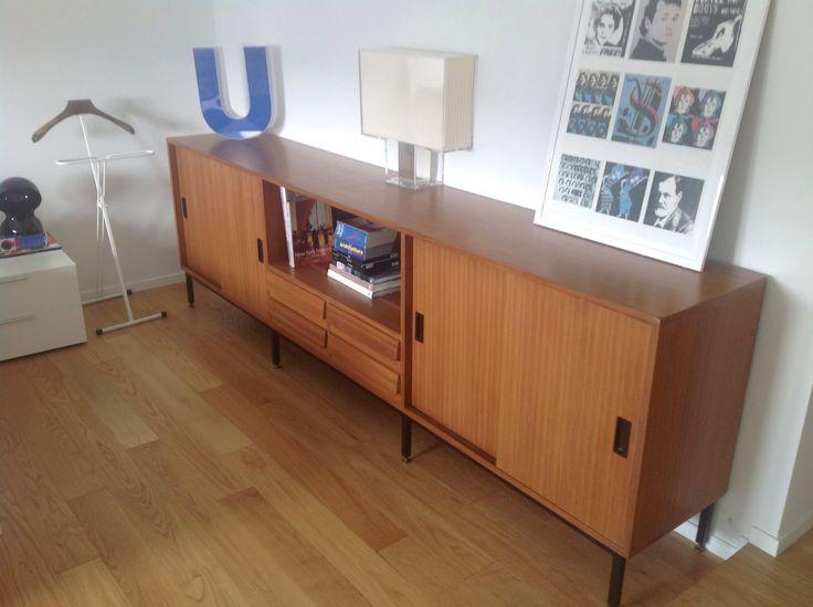 Vintage mobile da ufficio anni '60 utilizzato in camera da letto - lampada Kartel - quadro con immagini Andy Warhol - attaccapanni vintage richiudibile- lettera U