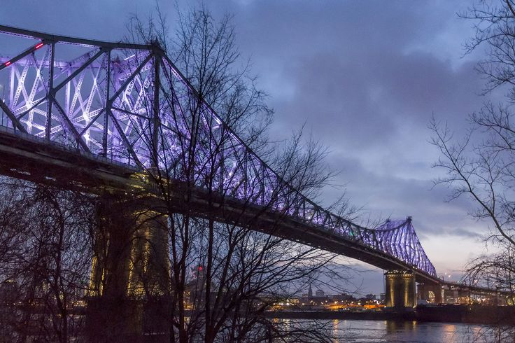L'illumination du pont sera présentée mercredi soir avec un spectacle de Moment Factory et restera pendant 10 ans.