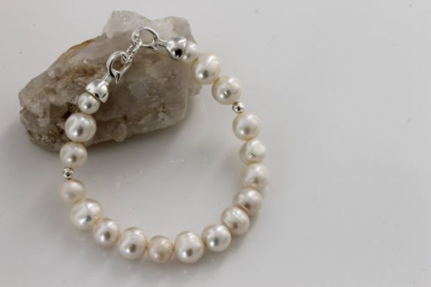 Pearl Bracelet / Freshwater Pearl Bracelet / Elegant Bracelet /Wedding Bridal  trends by Kalitheo Creations KTC-195