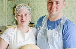 Nadeszła długo wyczekiwana wiosna. W związku z tą radosną okolicznością pomyśleliśmy, że warto będzie przedstawić Wam producentów sera korycińskiego swojskiego #ChOG. Skierowaliśmy się więc do państwa Agnieszki i Marcina Bielec z Aulakowszczyzny w gminie Korycin, gdzie mogliśmy obserwować proces powstawania tego wyjątkowo pysznego sera – sera korycińskiego swojskiego #ChOG, który jest jednym z najlepiej rozpoznawalnych tradycyjnych serów, bardzo lubianym przez smakoszy (do tego stopnia, że…