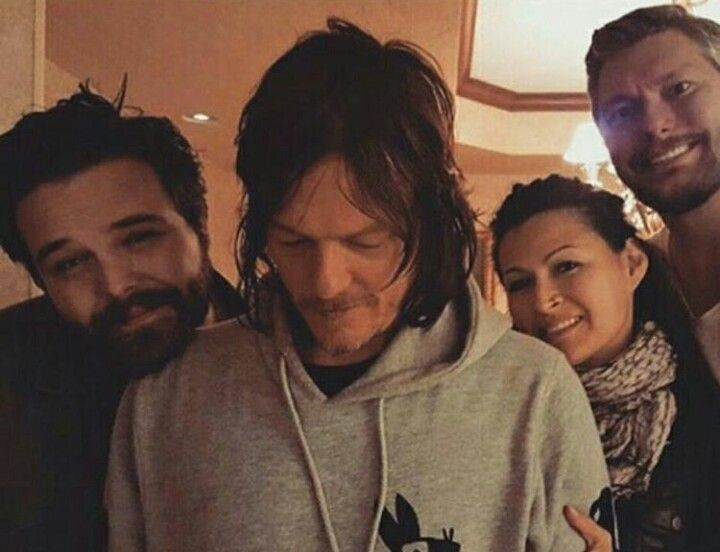 Norman Reedus Tate Donovan And Fans At Wizardworld In