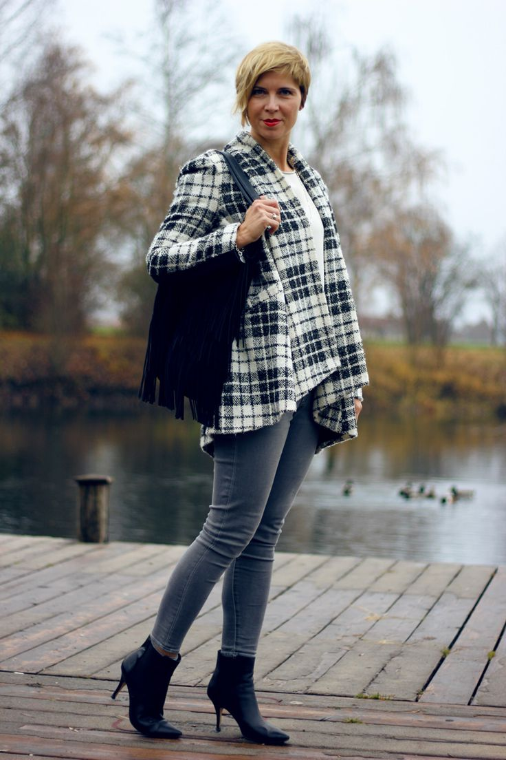Grau und schwarz-weiß, Mantel mit A-Linie, plissierte Bluse und Kurzcardigan, grau...