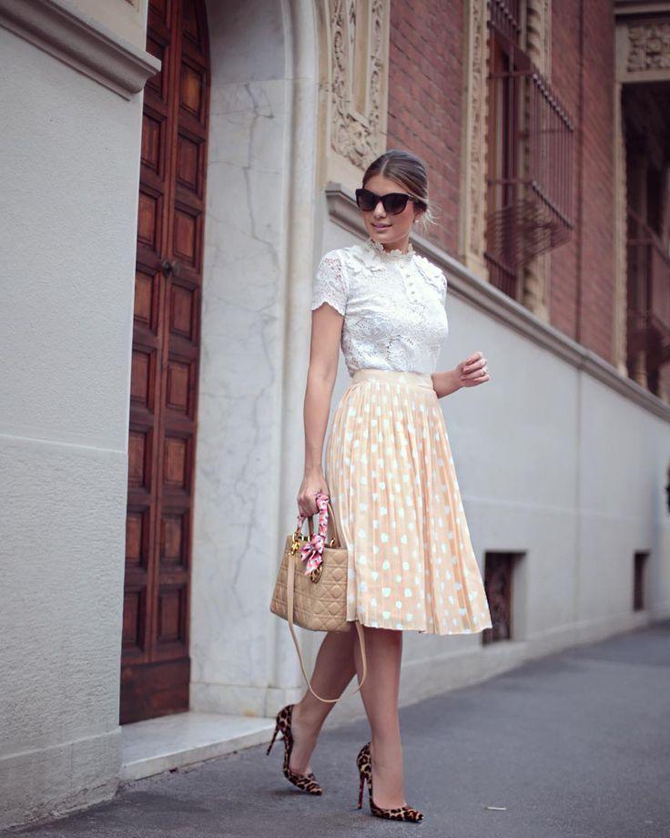 """""""{Midi Style} O look todo Estou em um momento de muito amor por midi, não poderia faltar na minha coleção #arianeeclosetdamay Uma trendy que voltou e…"""""""