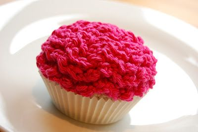 Easy Crocheted Cupcake - FREE Crochet Pattern and Tutorial