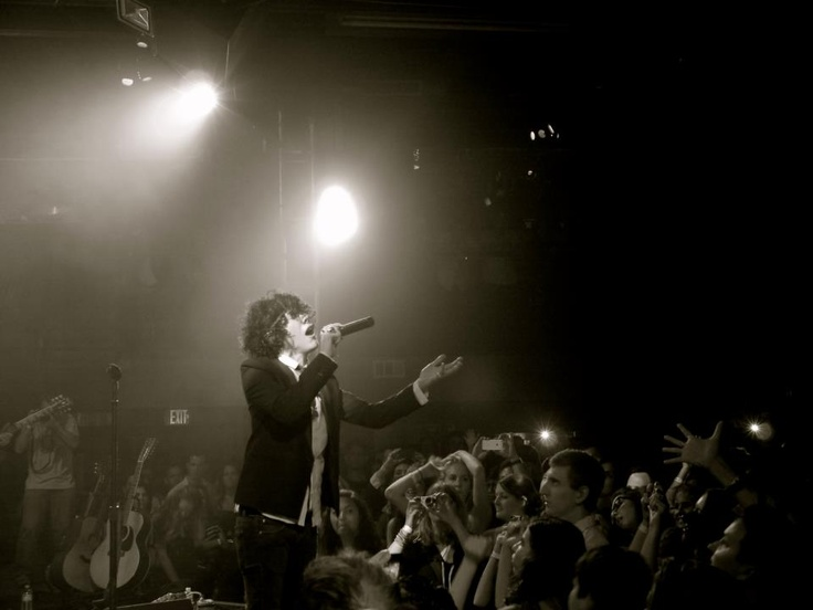 LP playing the Troubadour. Photo by Tamzin Brown.