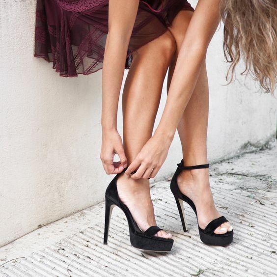 SANTE stiletto sandal with a velvet twist! Black