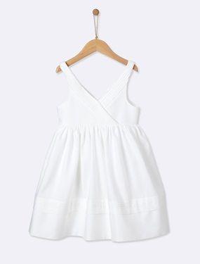 cy Encolure cache-coeur entièrement plissée... l'effet est très raffiné. Une robe pour demoiselle d'honneur à accessoiriser d'une ceinture unie ou en tis