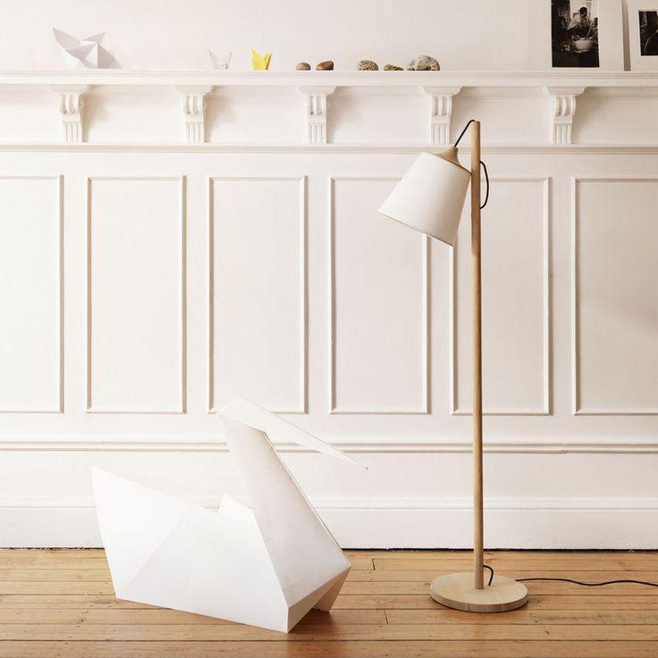 Stehleuchte aus holz mit weißem lampen schirm connox beunique