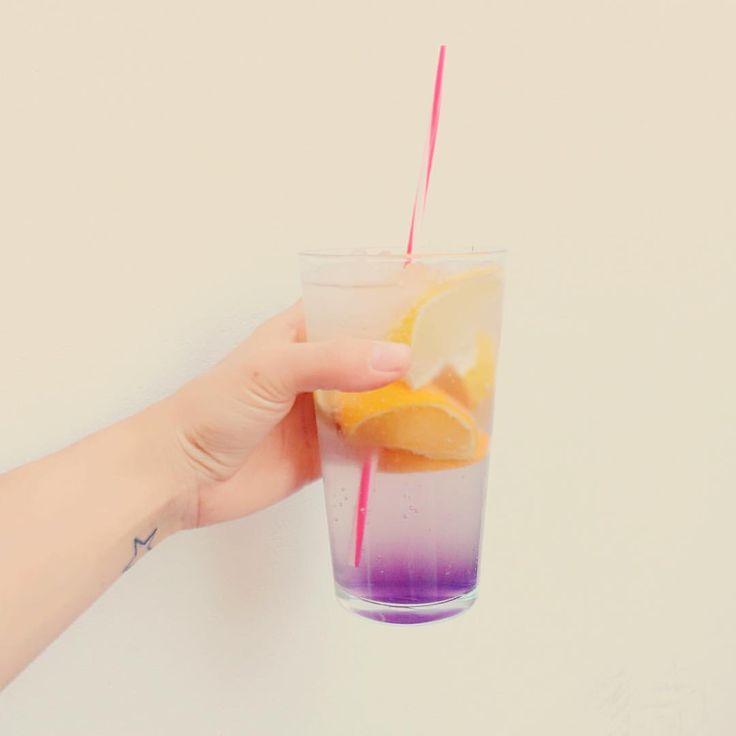"""16 kedvelés, 1 hozzászólás – Garázs Kávézó - café & bar (@garazskavezo) Instagram-hozzászólása: """"#purple #drinks #drink #purpledrink #levander #levanderlemonade #lemonade #drinkme #summerdrink…"""""""