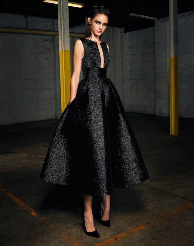 Stunning Black sleeveless dress for Alex Perry pre-Fall 2017. This look slays the competition.