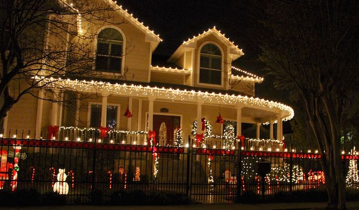 UPDATED 12/4/15 Bask in the Christmas spirt and take in the beautifully decorated homes of the Woodland Heights while enjoying holiday musical performers on front porches. Despite earlier claims to the contrary,the Woodland Heights is once again hosting the extremely popular annual Lights in the Heights event. Given large crowds and disorderly behavior a few