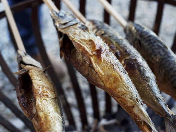 Gegrillter Fisch (Steckerlfisch) ist ein Rezept mit frischen Zutaten aus der Kategorie Meerwasserfisch. Probieren Sie dieses und weitere Rezepte von EAT SMARTER!