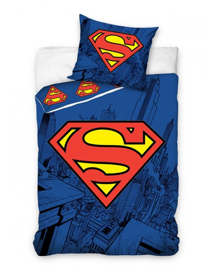 This fantasticSuperman Single Duvet Cover and Pillowcase Setis the perfect bedding set for fans of The Man of Steel! The front design features a huge image of the iconic Superman logo, whilst the reverse features lots of smaller logos in a repeated pattern.