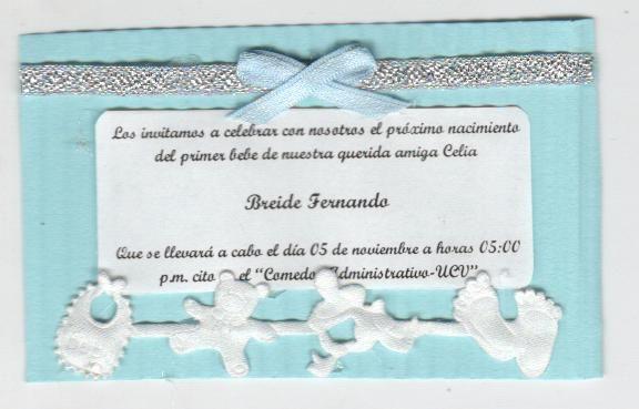 Invitación a BABY SHOWER, hecho en carton corrugado y decorado con cintas para bebes.