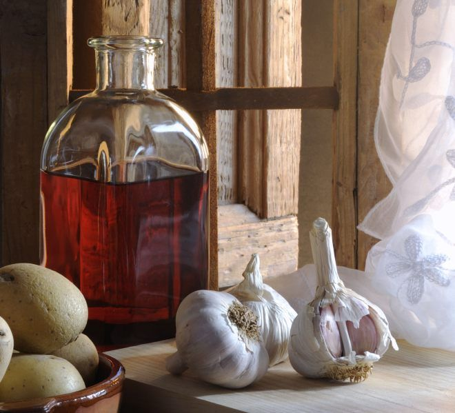 Prozdrowotna nalewka z czerwonego wina i czosnku