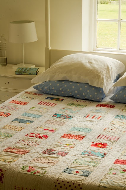 coin quilt: Quilts Patterns, Polka Dots, Vintage Quilts, Coins Quilts, Fabrics Scrap, The Shells, Soothing Colors, Red Quilts, Quilts Ideas