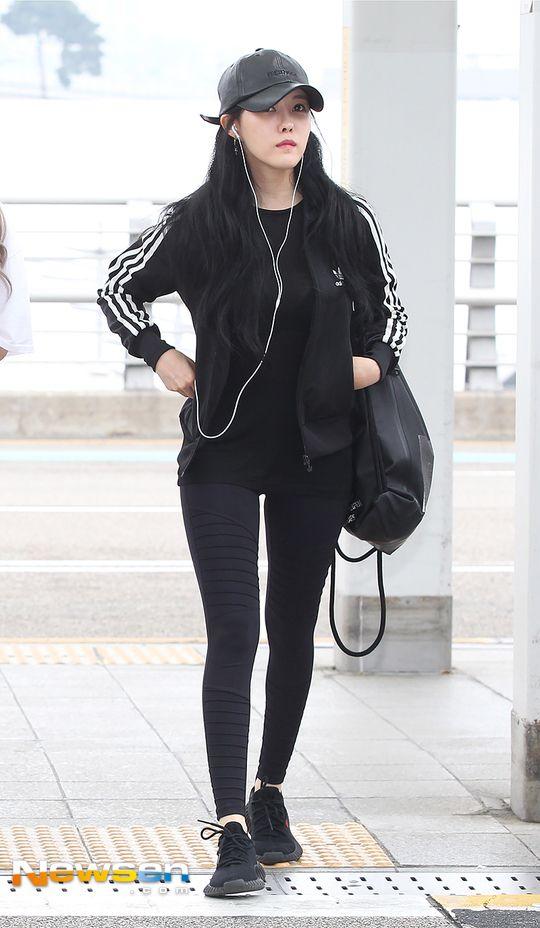 티아라 효민 '올블랙의 완벽한 스키니핏'