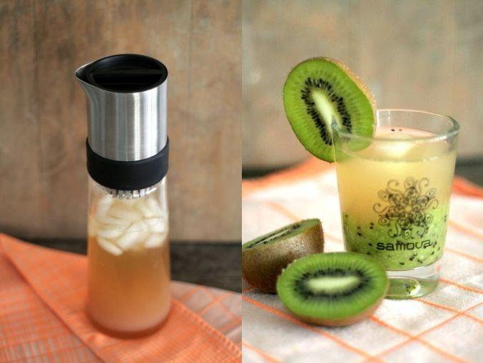 """Guaven-Limetten-Eistee mit Kiwimus  Zutaten:  Eiswürfel 50 ml Limettensirup 150 ml Guavensaft 2 EL Grüner Tee """"Team Spirit"""" von samova 2 Kiwis"""