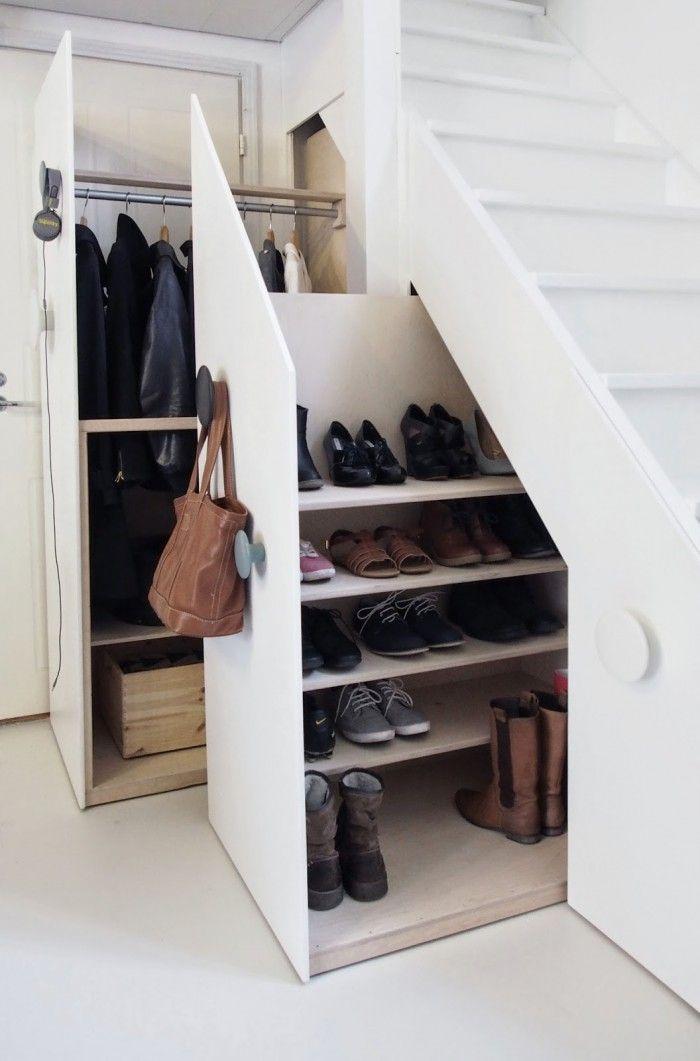 Wow klasse Idee für ein selbstgebautes Schuhregal unter der Treppe. Auch eine…