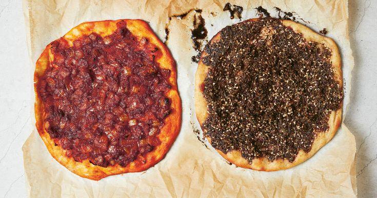 Mana'ish är Mellanösterns svar på pizza. Det som skiljer är toppingen. Za'atar med olivolja, lök som fått steka med sumak och paprika eller labneh. Något av det godaste jag vet är nybakade mana'ish till frukost med en kopp myntate. Den ska drypa av olivolja och det är svårt att hålla sig från att äta den även om den är för varm. /NidalReceptet är från kokboken Shakshuka, av Nidal Kersh