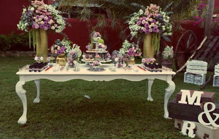 Mesa de dulces, vintage, jaulas, tazas, postres