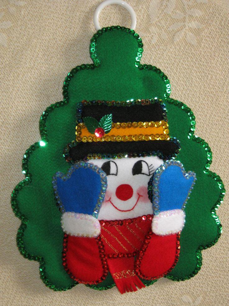 Lindo porta papel hombre de nieve, hecho en paño lency y lentejuelas, los detalles de la carita estan pintados a mano...