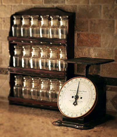 vintage spice rack // looking for something like that for ages!