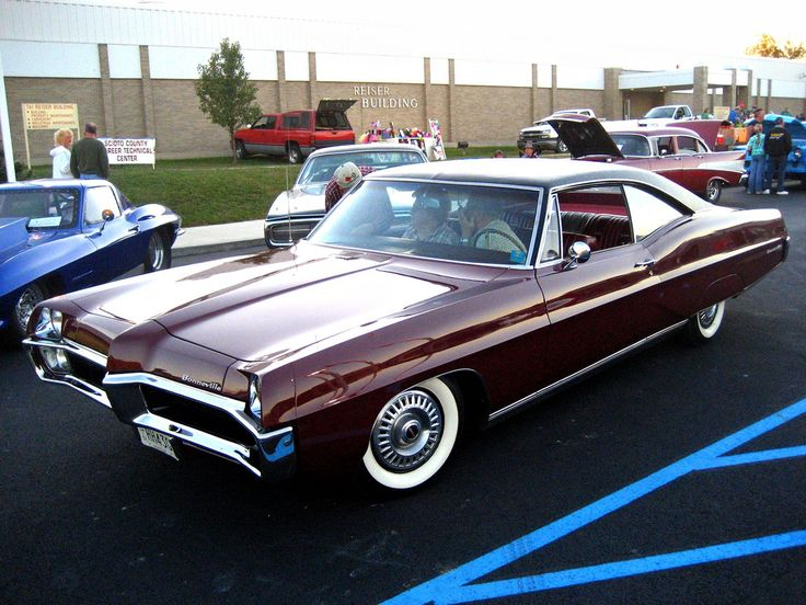 '67 Pontiac Bonneville  This was the car I learned to drive in... only ours was blue! Memories....