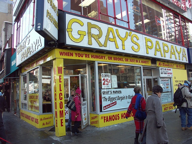 Best hot dogs in Manhattan--Gray's Papaya... der Kult-Hot-Dog in New York by Tom in NYC, via Flickr