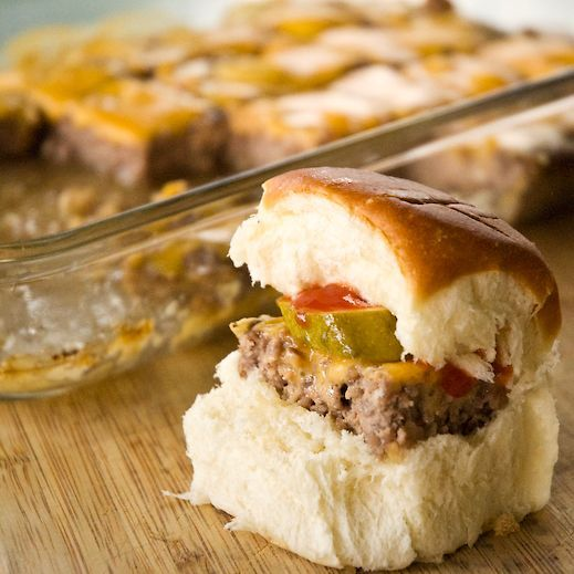 Sliders for a CrowdMeatloaf Mixed, 9X13 Pan, Castles Sliders, White Castles, Big Parties, Easy Sliders, Meatloaf Sliders, Big Crowd Recipe, Parties Food