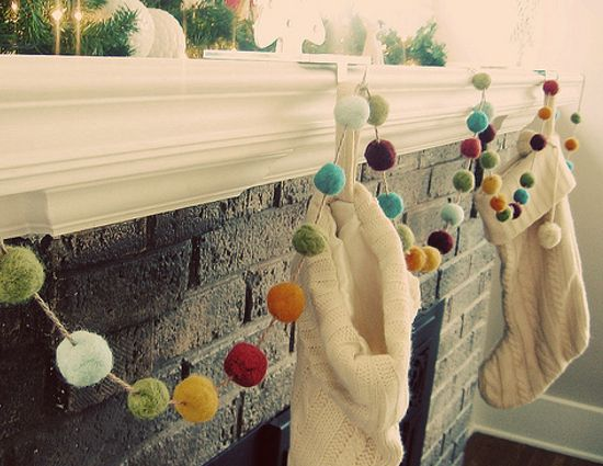 HOLIDAY ❅ Christmas garland pom poms