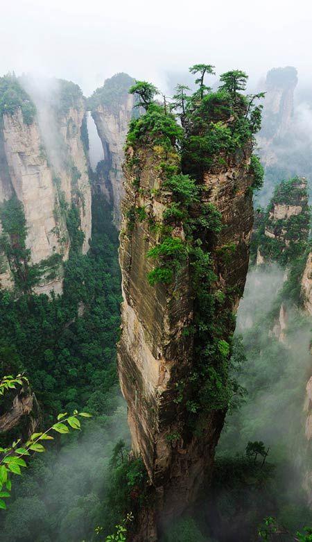Ça existe pour vrai?! C'est pas juste dans les films de fiction ces paysages? Wow... La nature m'impressionne! -Amazing Hallelujah Mountains, China