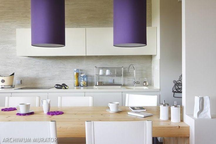 Kuchnia biała, kuchnia szara. 10 aranżacji wnętrz dla miłośników minimalizmu